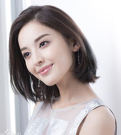 Xếp thứ hai là Cổ Lực Na Trát. Cô sinh ngày 2/5/1992 tại Tân Cương. Người đẹp đa tài vừa có khả năng diễn xuất vừa làm người mẫu, diễn viên múa. Cô được biết đến qua vai diễn Tiểu Tuyết trong phim Thiên Viên kiếm: thiên chi ngân. Năm 2009, cô tham gia cuộc thi Người mẫu chuyên nghiệp Trung Quốc và đạt giải ứng viên ăn ảnh nhất.