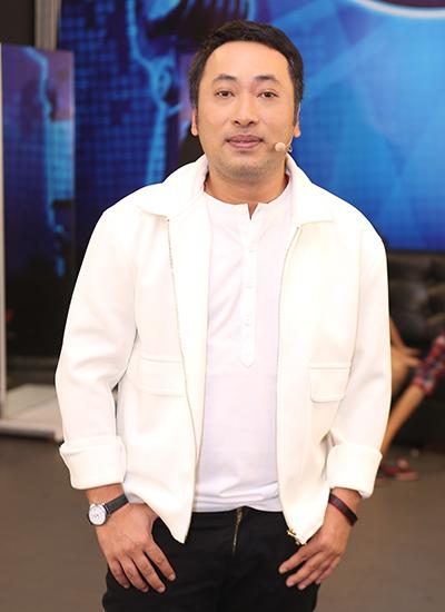thu-minh-treu-dua-chong-o-hau-truong-vietnam-idol-7