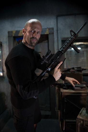 Jason Statham hóa thành sát thủ trong phim mới và vẫn giữ gương mặt lạnh lùng.
