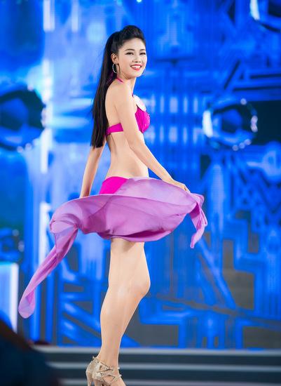 Ngô Thanh Thanh Tú, em gái Á hậu Trà My, khoe dáng với bikini.