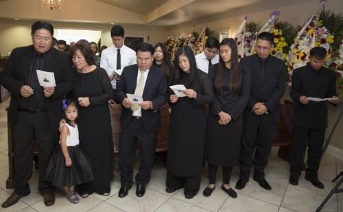 Gia đình cầu nguyện cho cố đạo diễn an nghĩ.