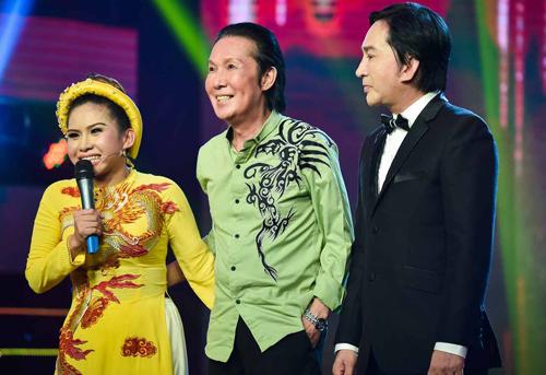 Từ phải qua: Nghệ sĩ Ưu tú Kim Tử Long và Nghệ sĩ Ưu tú Vũ Linh là hai người cha nuôi yêu thương, dìu dắt Bình Tinh từ khi cha ruột của cô qua đời.