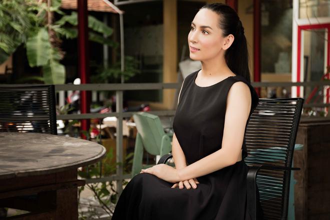 Phi Nhung chụp ảnh thời trang ở Đường sách TP HCM