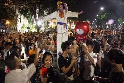 Đoàn nghệ sĩ Nga biểu diễn trên phố đi bộ tại Hà Nội