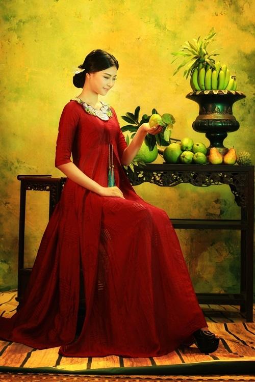 Đào Thị Hà hóa thiếu nữ trong tranh