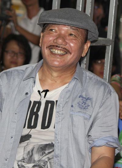 Trần Tiến ra mắt sách trong mưa Sài Gòn tầm tã