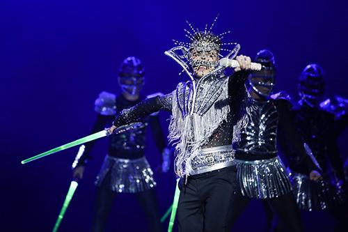 20-bo-do-lap-lanh-cua-dam-vinh-hung-trong-diamond-show-3