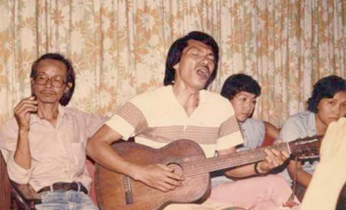 Trịnh Công Sơn (trái) và Trần Tiến