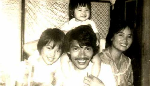 Gia đình nhạc sĩ Trần Tiến. Ảnh chụp năm 1984.