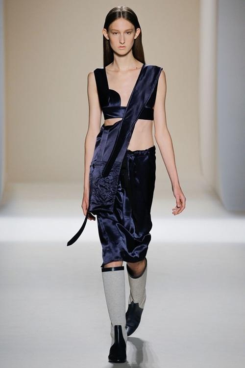 Mặc đồ lót như áo thường - trào lưu gây sốt Xuân Hè 2017