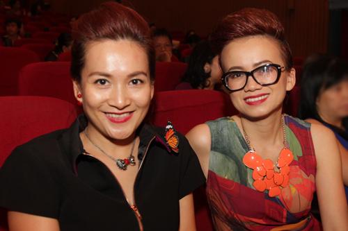 Anh Thơ - bà xã diễn viên Bình Minh (trái) bên nhà thiết kế Hồ Trần Dạ Thảo.