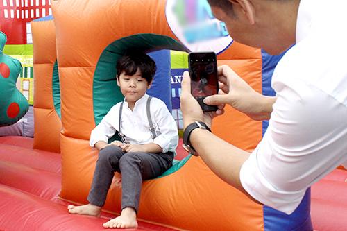 Cậu con trai thứ hai của MC Phan Anh - bé Bảo Minh