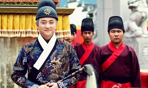 'Đệ nhất mỹ nam Singapore' từng đóng phim cấp ba kiếm sống