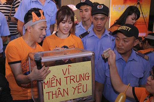 Trong buổi họp fan, MC kêu gọi tấm lòng thiện nguyện, hướng về người dân miền Trung gặp khó khăn vì đợt lũ vừa qua. Sáng mai 23/10, anh lên đường cứu trợ, chuyển tấm lòng tương thân đến người dân Quảng Bình, Hà Tĩnh.
