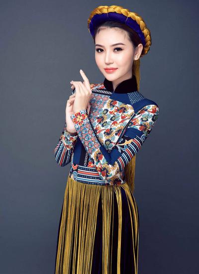 Ngọc Duyên mang đến Miss Global Beauty Queen bộ trang phục dân tộc áo dài của NTK Nhật Dũng lấy cảm hứng từ các họa tiết thổ cẩm đặc trưng của dân tộc miền núi phía Bắc Việt Nam