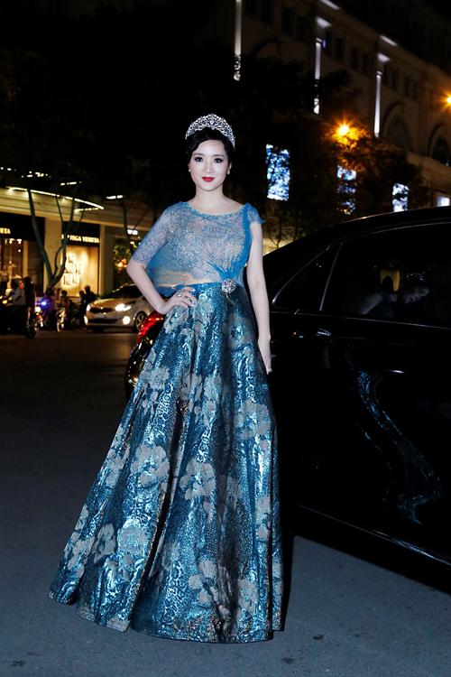 Giáng My, Thanh Mai mặc váy xuyên thấu ở sự kiện