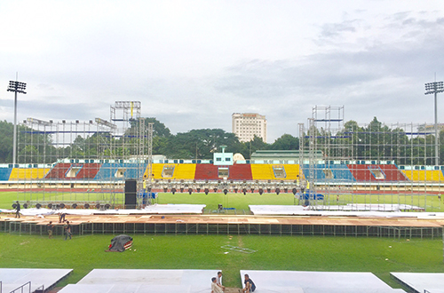 viet-huong-dau-tu-6-ty-danh-san-khau-liveshow-20-nam