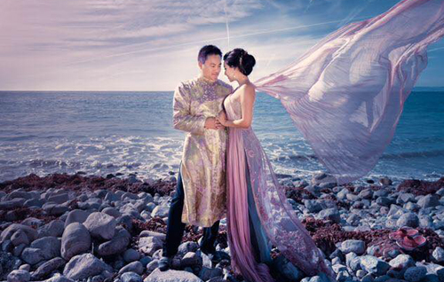 Ảnh lãng mạn bên bờ biển của Y Phụng và chồng.