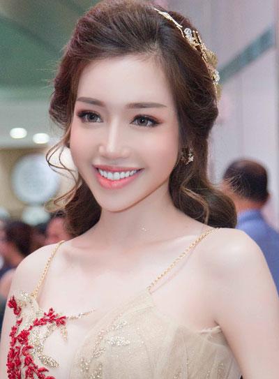 pham-huong-ky-duyen-trang-diem-noi-bat-nhat-tuan-4