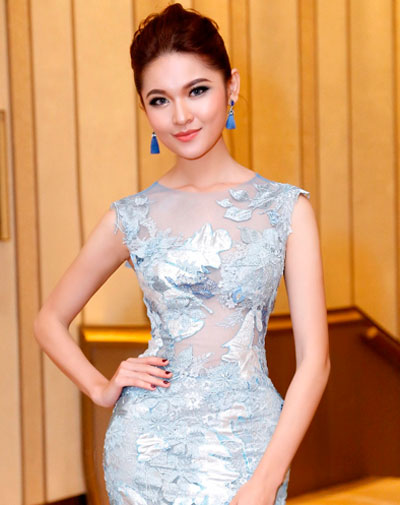 Chi Pu, Angela Phương Trinh trang điểm đẹp với gu lạ