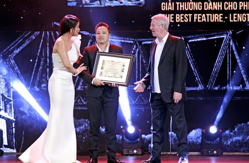 Bộ phim ăn khách của đạo diễn Victor được ban giám khảo HANIFF 2016 đánh giá cao bởi phần nội dung cảm xúc, chạm đến trái tim người xem, và nhận giải Ghi nhận đặc biệt của BGK.