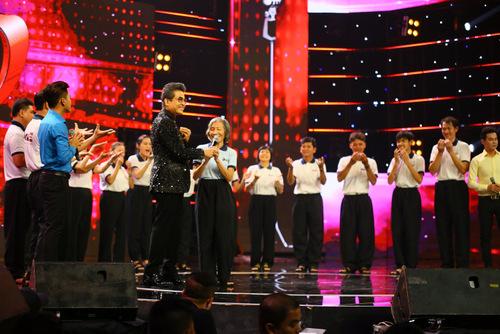 , Văn Hương  Thanh Vinh với ca khúc Xa quê cùng phần hỗ trợ của nhóm bè khiếm thính Cadilac mang đến sự xúc động đặc biệt cho khán giả. Sau khi xem màn trình diễn của Văn Hương  Thanh Vinh, cả 6 vị huấn luyện viên và cả MC Thanh Bạch đều giành nhau remix bài hát đầy cảm xúc này.