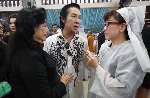 Phương Hồng Thủy nghẹn ngào kể về những ân tình với người mẹ nuôi chị luôn ngưỡng mộ về tâm và tài trong nghề.