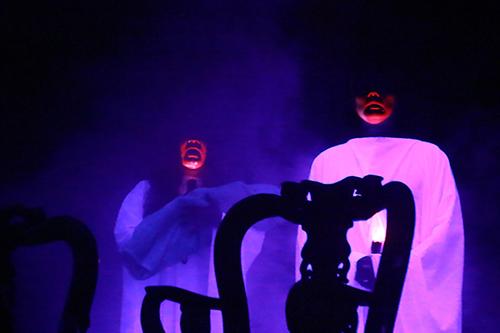 Tạo hình các hồn ma trong vở kịch