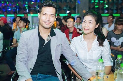 Trương Thế Vinh (trái) và bạn gái cơ trưởng lúc còn mặn nồng.