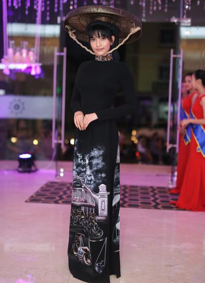Trương Thị May tham gia sự kiện với nón quai thao