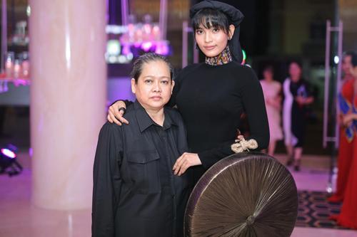 Trương Thị May tham gia sự kiện với nón quai thao 3