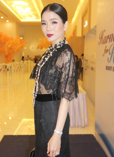 Trương Thị May tham gia sự kiện với nón quai thao 4