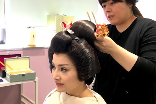 lan-phuong-khieu-vu-cung-chang-trai-nhat-giua-pho-khuya-2