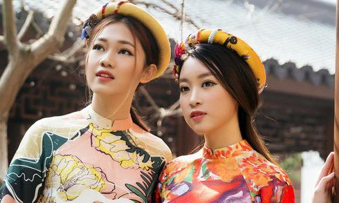 Hoa hậu Mỹ Linh diện áo dài đi lễ chùa ở Thượng Hải
