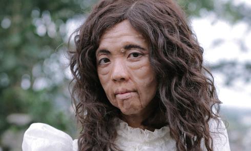 Thu Trang hóa bà lão có da mặt kinh dị trong phim hài Tết