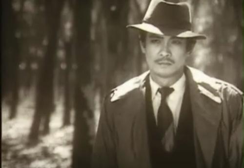 Nghệ sĩ Nguyễn Chánh Tín trong phim Ván bài lật ngửa.