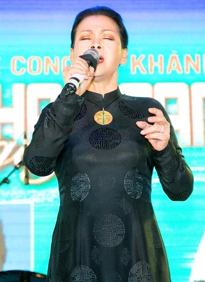 Nữ danh ca cũng vừa thực hiện thành công chuỗi liveshow ở Vũng Tàu, Quy Nhơn, Huế.