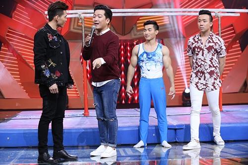 Ca sĩ Quốc Thiên (trái) bị Trường Giang