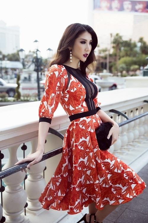 Ngọc Quyên khoe váy áo màu sắc trên đường phố Mỹ