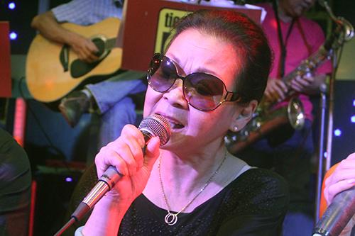 Khánh Ly tập hát cho đêm nhạc tại phòng trà Tiếng xưa.