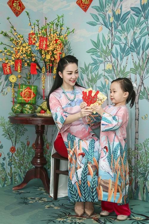 Linh-Nga-va-con-gai-1-1483003617_680x0.j