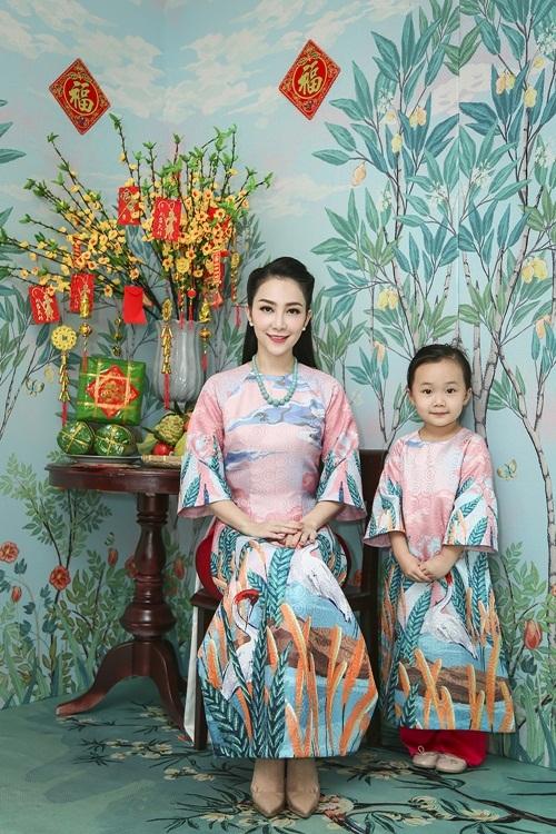 Linh-Nga-va-con-gai-2-1483003617_680x0.j