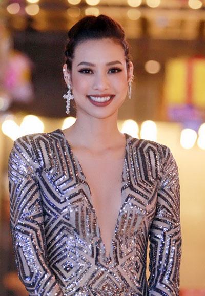 Minh Tú, Phạm Hương trang điểm đẹp với đôi mắt sâu thẳm