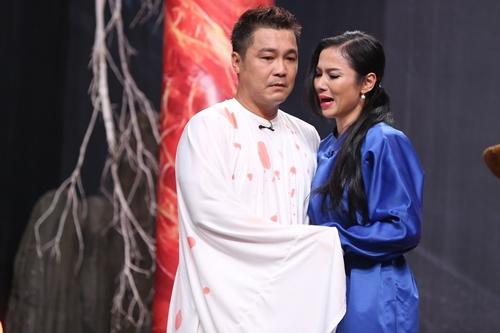 Việt Trinh ôm Lý Hùng khóc trên sân khấu kịch