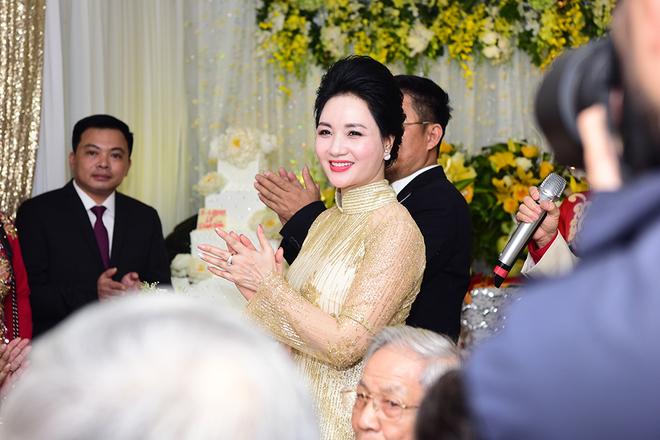 Chồng đại gia mang 21 tráp hỏi cưới Hoa hậu Thu Ngân