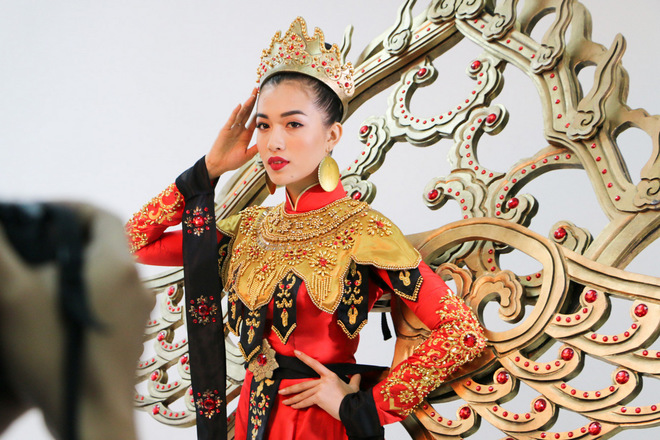 Lệ Hằng thử váy áo trước ngày thi Miss Universe 2016