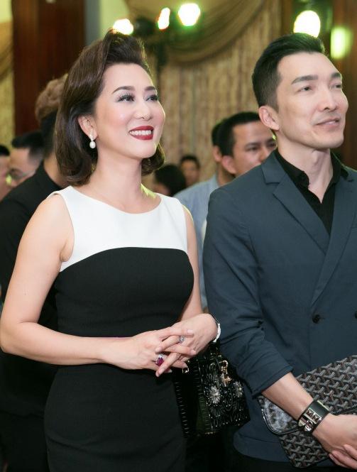 Kỳ Duyên về Việt Nam cổ vũ bạn trai doanh nhân làm MC