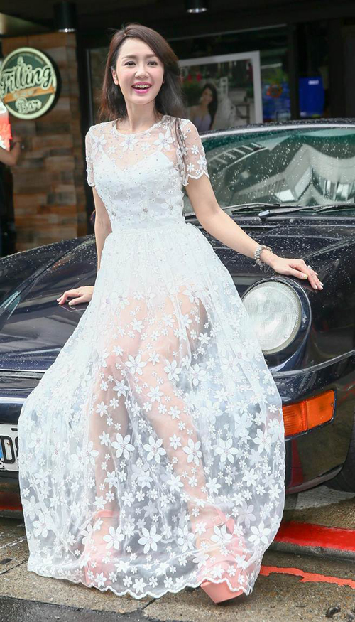 Gu mặc váy xuyên thấu của Helen Thanh Đào