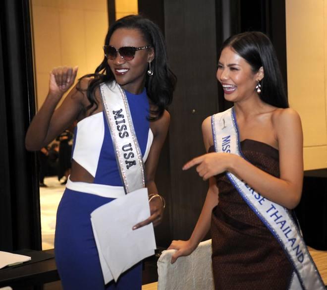 Lệ Hằng mặc váy ren xuyên thấu trong ngày đầu ở Miss Universe
