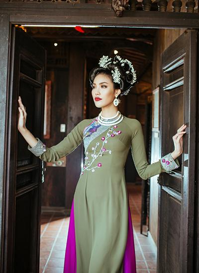 Lan Khuê làm nàng thơ trong bộ sưu tập Võ Việt Chung - ảnh 3
